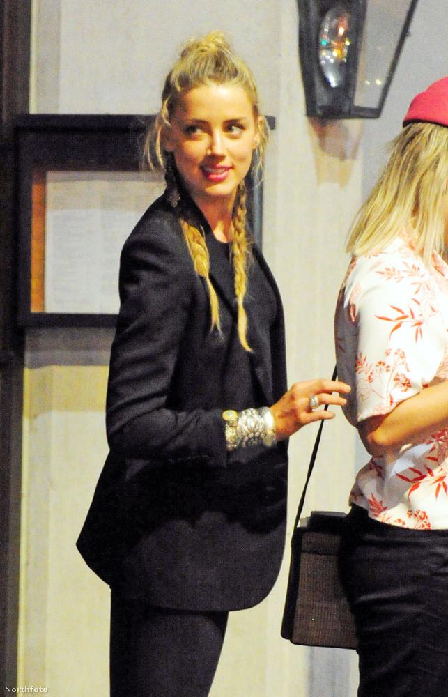 Amber Heard meg is ünnepelte ezt a jeles alkalmat, így összehívta barátait, hogy bulizzanak egyet a nagy válás örömére.