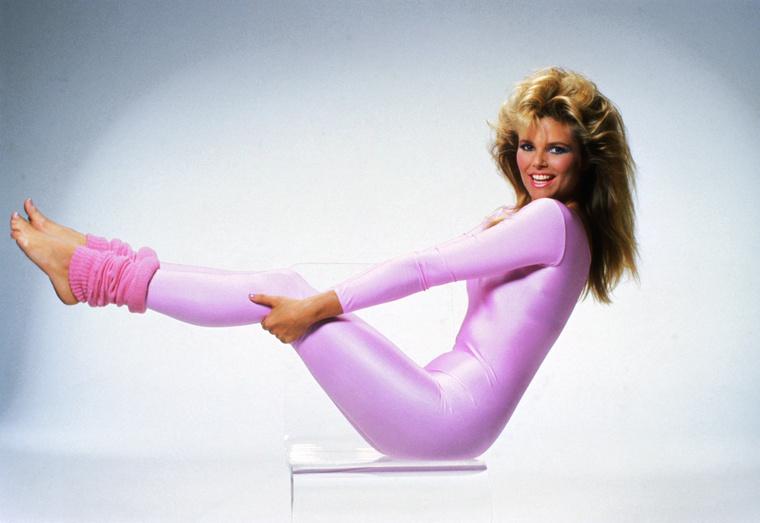 Teljesen véletlenül kerestünk rá a '70-es, '80-as évek legnagyobb divatjára,  a dresszre húzott tangákra, és és csodás lábszárvédőkre