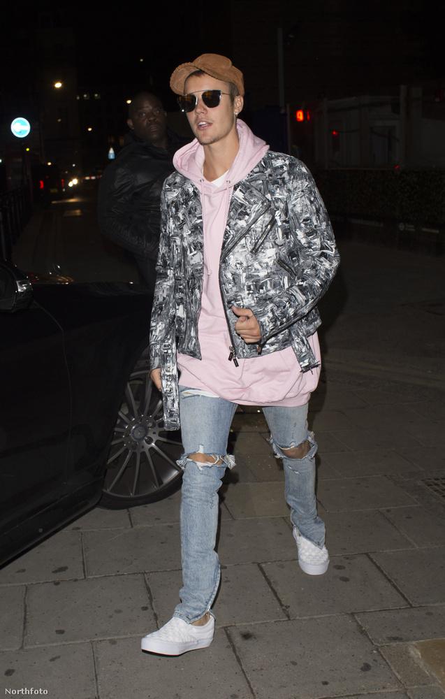 Pedig tényleg nagyon úgy néz ki, hogy Bieber tényleg ezzel a lánnyal jár most, ugyanis együtt is buliztak egy londoni klubban.