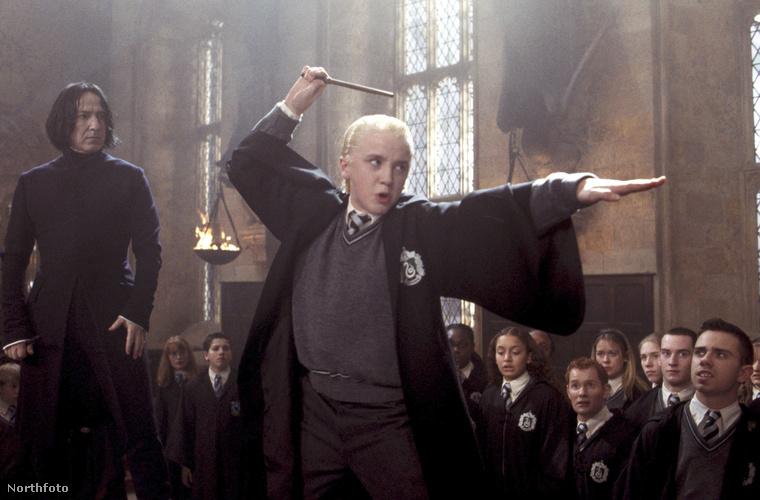 Tudja, ő volt Draco Malfoy, az a kis görény, aki annak ellenére is cukinak tűnt, hogy mindig alátett Potteréknak.