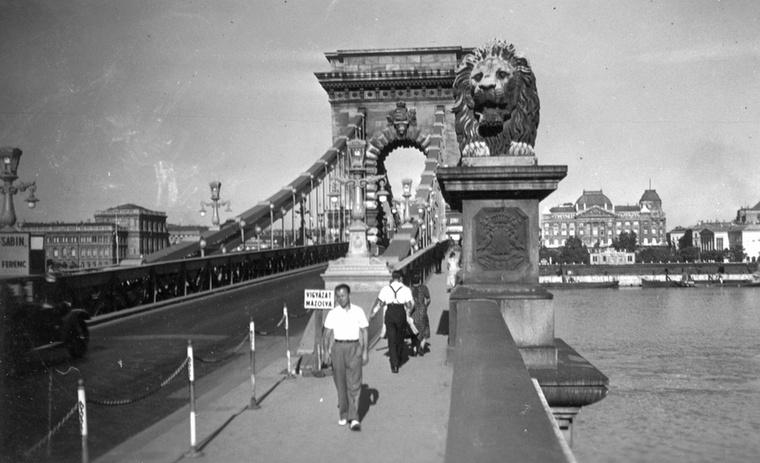 Lánchíd budai hídfője 1936-ban.