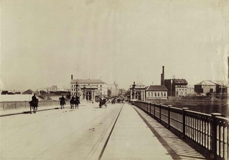 Ezt a képet Klösz György készítette 1894 körül, akit a magyarországi városfotózás nagy alakjaként tartanak számon.