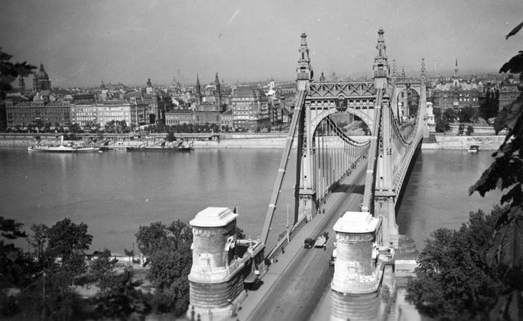 Szintén 1936-ban ilyennek látszott a híd a Gellérthegy egy magasabb pontjáról...