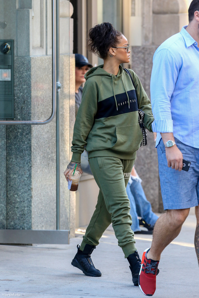 De semmi megbánás, Rihannát nem törte meg a kritika, csak úgy, minden következmény nélkül sétálgatott New Yorkban