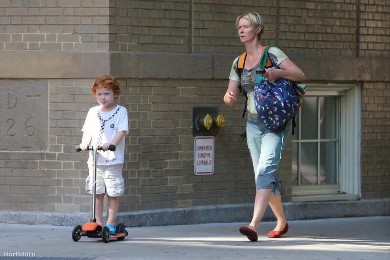 Cynthia Nixon általában nem arról híres, hogy a vörös szőnyegen kívül nagyon kikencézné magát, talán fontosabbnak tartja a külcsínnél azt, hogy jó anya legyen