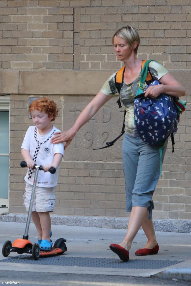 Nehéz műfaj is az anyának levés, legutóbb New Yorkban kellett megmentenie rollerező fiát az utca rengetegétől
