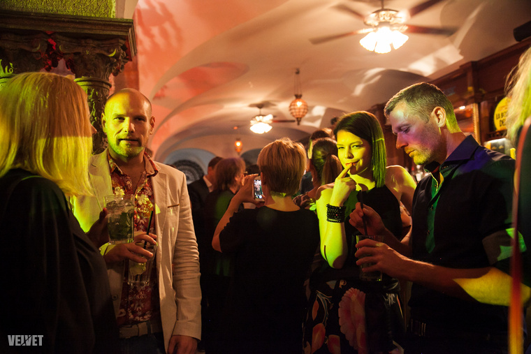 Kocsis Tibor és Muri Enikő énekesek (az X-Faktorból ismerheti őket) az est nagy részét egy helyben töltötték, és igazuk volt, mert mindenki más összevissza sétálgatott.