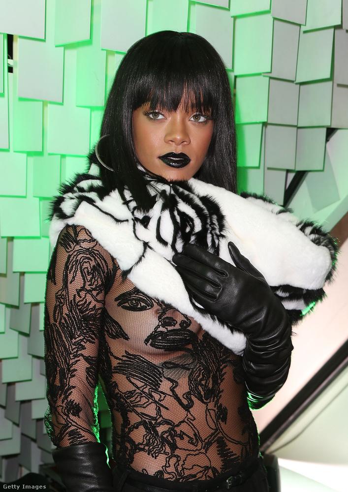 Rihanna folytatta a már megkezdett aligruhában megjelenést - az elmúlt években szinte nem volt olyan esemény, ahol ne láttuk volna a mellbimbóját.