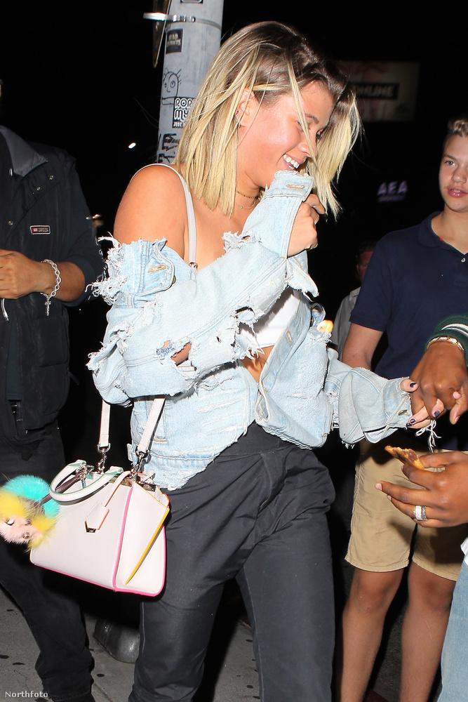 Itt éppen távozott, láthatóan jól sikerült a buli, amin egyébként Bieber is ott volt