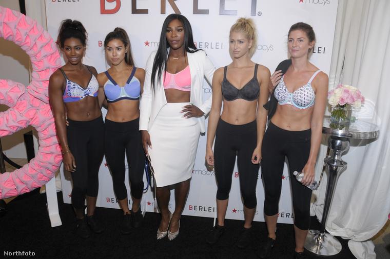 Perdig Serena Williams a többi modellhez képest még egészen sok ruhát viselt.