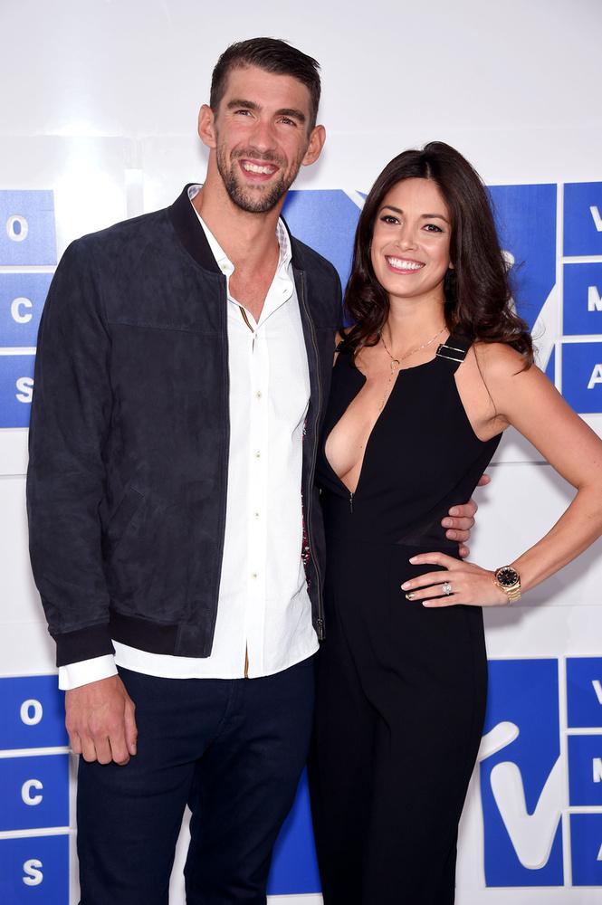 Michael Phelps is tiszteletét tette barátnőjével, Nicole Johnsonnal, aki Miss California díjazott volt 2010-ben