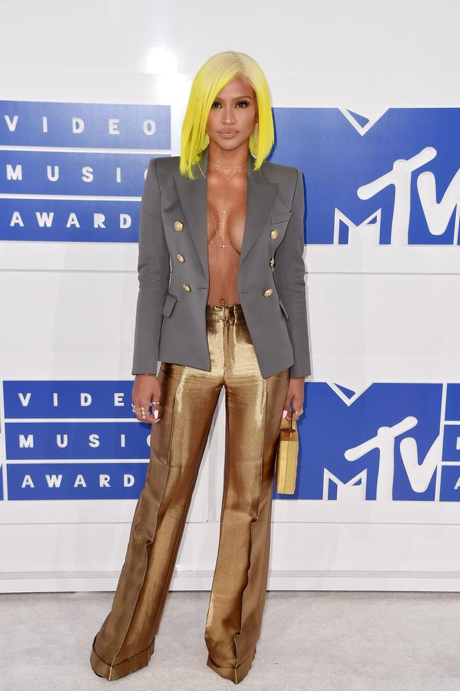 Az idei MTV VMA javarészt Britney Spearsről és Beyoncéról szólt, na meg arról, hogy Drake szerelmet vallott Rihannának, de azért volt még pár érdekesség ezen felül is a díjátadón.                         Például az, hogy rengetegen felejtettek el rendesen felöltözni, és nem úgy, mint a tavalyi MET-gálán.