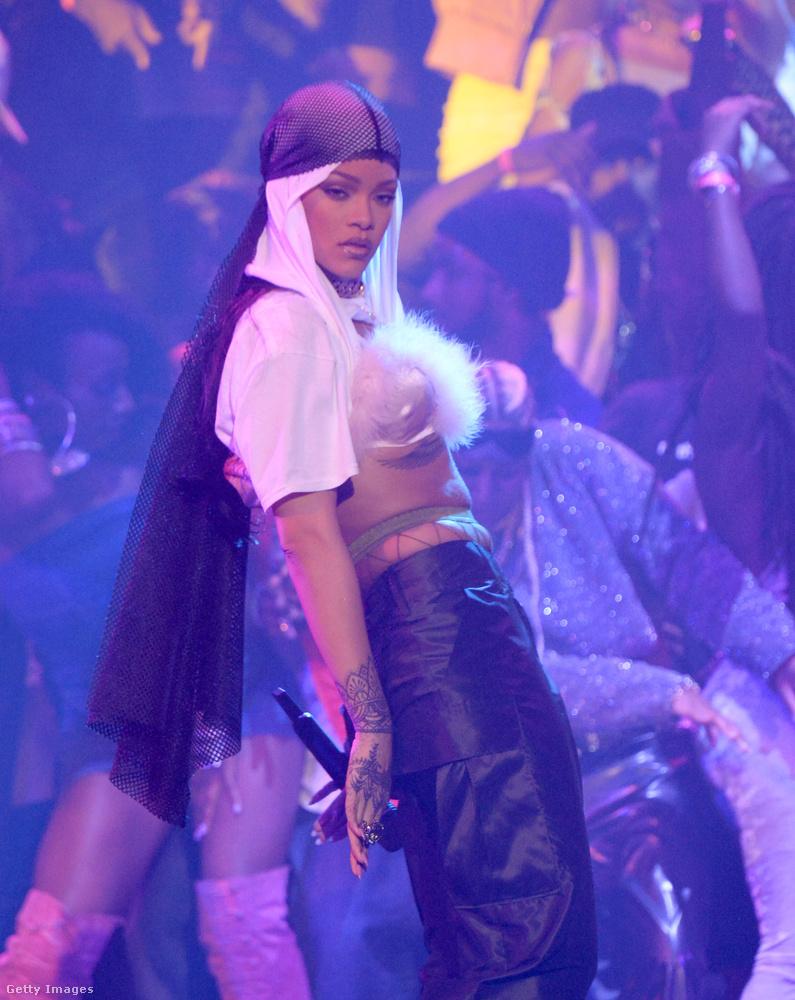 Rihanna életműdíjat kapott, de fel is lépett