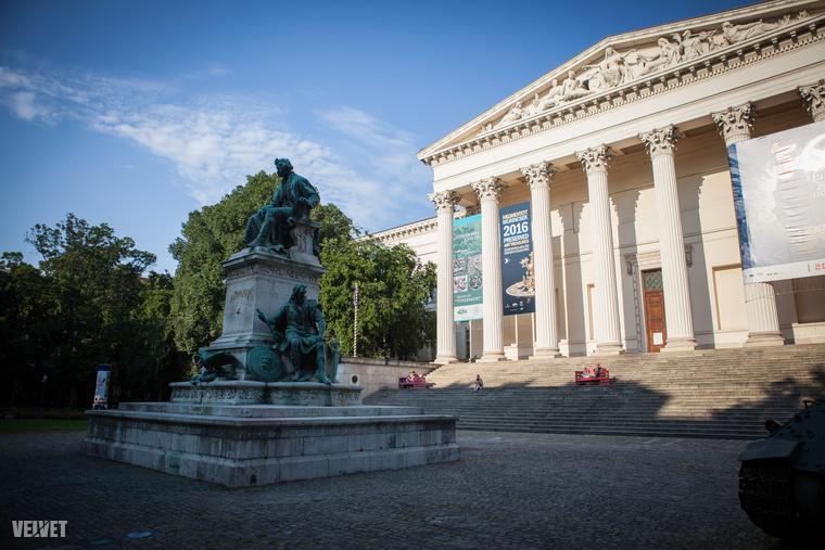 """Hatalmas átalakítás kezdődik az ősztől a Múzeumkertben, 2017 végére megújítják, hogy """"a XXI"""