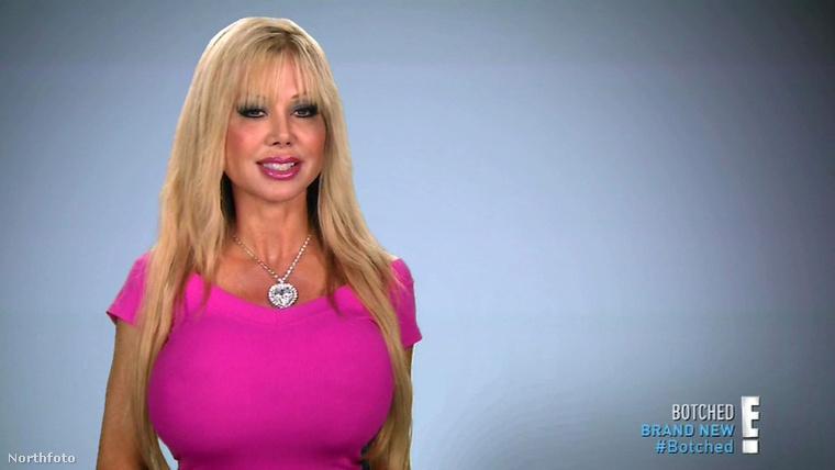 Blondie Bennettnek egy vágya van, hogy úgy nézzen ki, mint egy kirakat bábu.