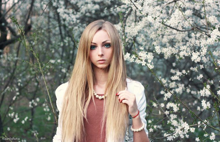 A 24 éves ukrán lány youtube-videókat készít, rengeteg rajongója van, de ami a szerelmet illeti: keresi a maga Kenjét.