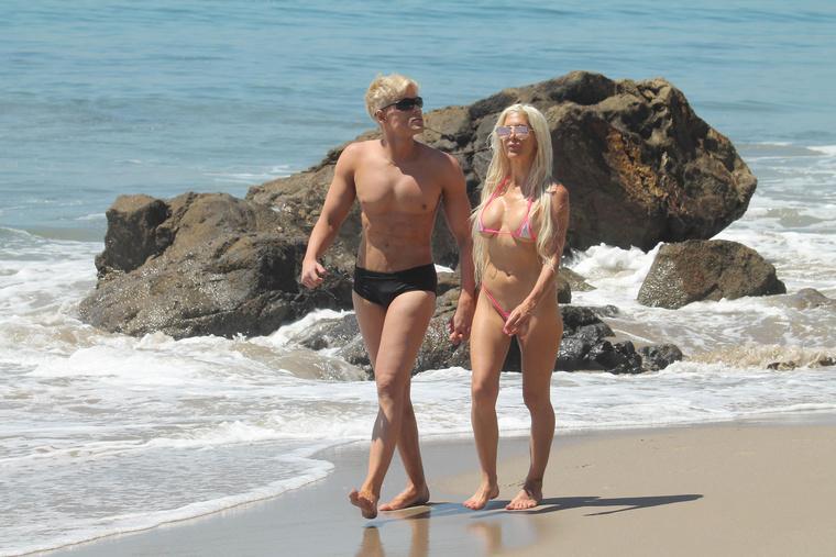 A srác nem más, mint a brazil Kennek nevezett Mauricio Galdi, akinek barátnője a szintén súlyos lelkibeteg sztripper-modell, Frenchy Morgan.