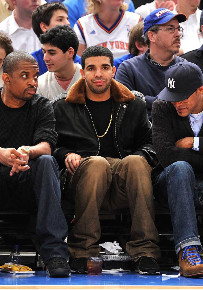 Drake ekkor 24 éves volt.