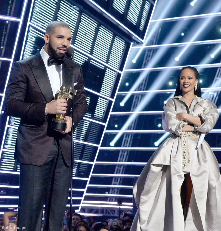 Ez pedig a legutóbbi közös, nyilvános történés: Drake adta át Rihanna életműdíját