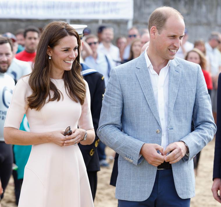 Meg azt is megtudtuk, hogy Katalin hercegné ruhája 1300 fontot (479 ezer forint) ér