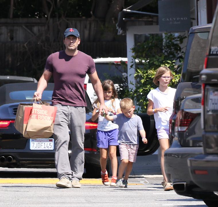 Ben Affleck apás hétvégét tartott gyerekeivel, legalábbis együtt mentek el bevásárolni.