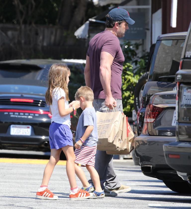 Affleck és felesége, Jennifer Garner hónapok óta külön élnek, és a válási papírokat is beadták, miután a színésznek volt egy kis állítólagos afférja a dadussal.