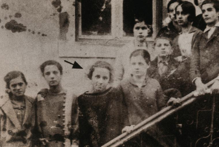 Teréz anya eredeti neve Anjez Gonxhe Bojaxhiu, Albániában született 1910