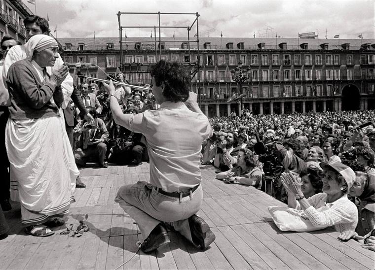 De nem mindenki értett vele mindenben egyet: ez egy abortuszellenes mise volt éppen Madridban, és bár ide is tömegek mentek el, az abortusz azóta is legális Spanyolországban