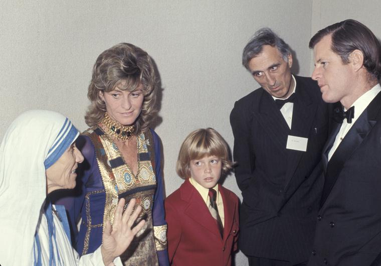 A Kennedy család tagjai is ellátogattak Teréz anyához még 1971-ben
