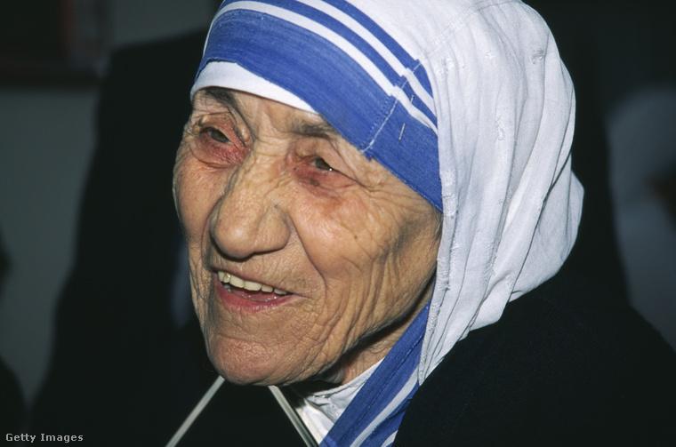 Vasárnap avatták szentté Kalkuttai Teréz anyát, és szeptember 5., hétfő egyrészt Teréz anya halálának 19