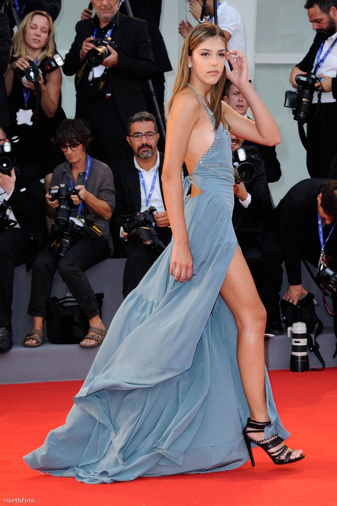 Sistine Stallone modellkedik, már a Teen Vogue-ban is szerepelt.