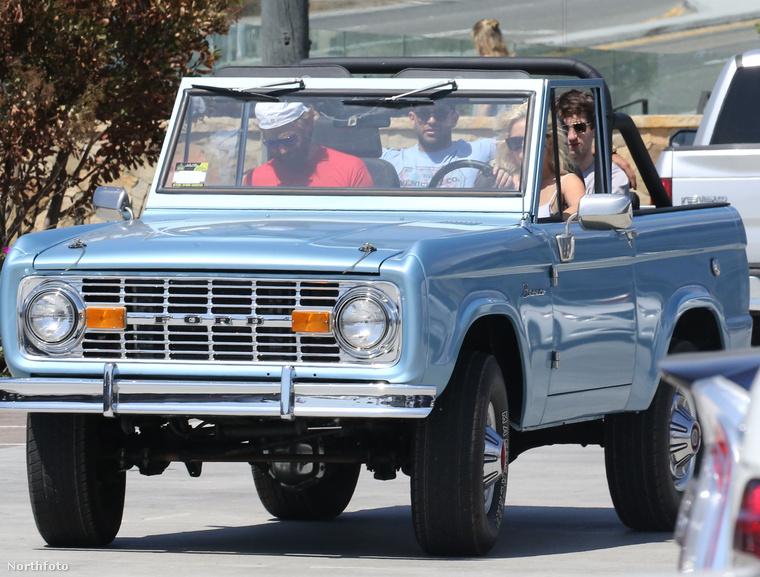 A színész és az énekesnő két másik férfival együtt autókázott Malibuban.