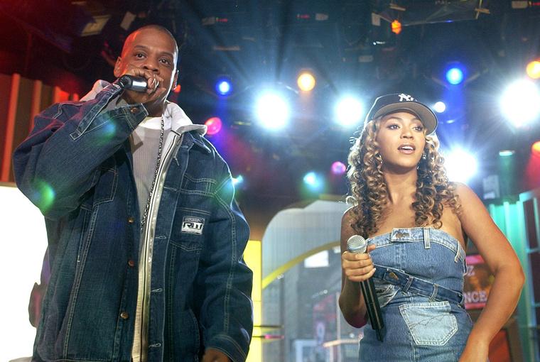 2003 óta tart kapcsolata Jay-Z amerikai rapperrel, akivel 2008 áprilisában házasodtak össze, és 2012 januárjában született meg első közös gyermekük, aki az Ivy Blue nevet kapta