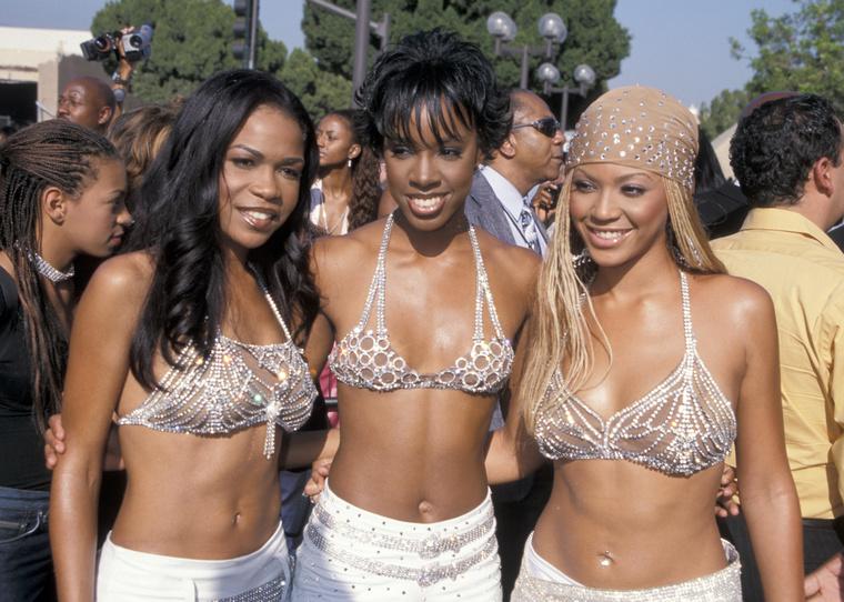 2004-ben Beyoncé és édesanyja megalapították saját családi vállalatukat, a Beyond Productionst, melynek segítségével finanszírozni tudták az énekesnő saját divatkollekcióját