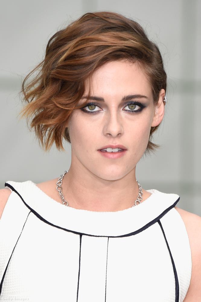 Kristen Stewart azért is nagyon bevállalós azzal, hogy csak egy arca van, mert Seagalhoz hasonlóan ő is színész.