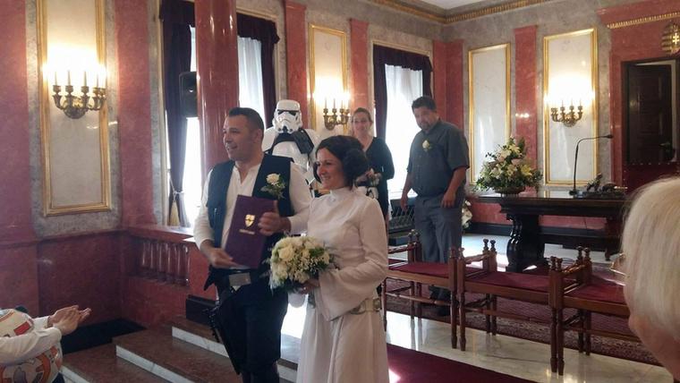 Ha egyáltalán mondani kell: a vőlegény Han Solo.
