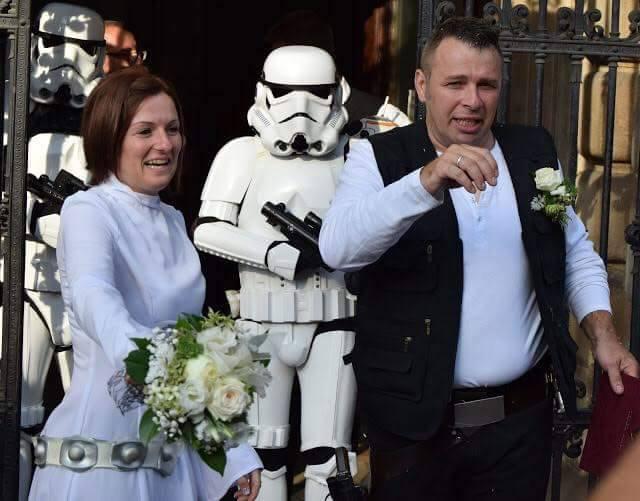 Leia hercegnő és Han Solo, azaz Anita és Tamás életének első pillantai házaspárként.