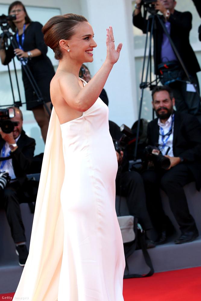 Végül este robbant a bomba, le sem tagadhatná: Natalie Portman második gyermekével várandós.