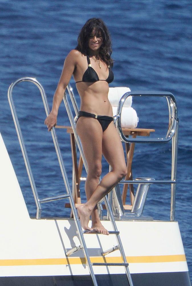Michelle Rodriguezt is vonzza a mediterrán övezet, idén ő Szardínián talált nyugalmat