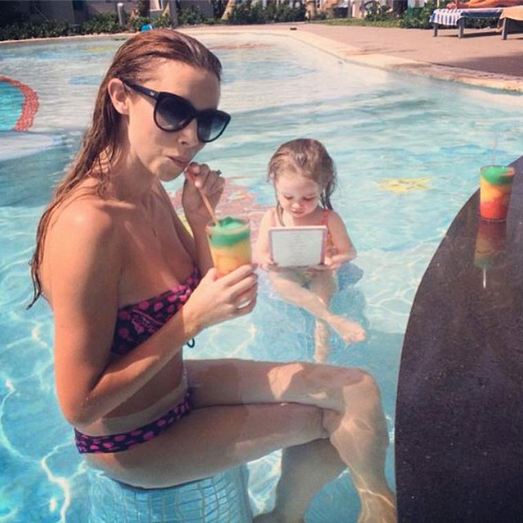Una Foden a kisgyermekével vakációzott, hát nem aranyos?