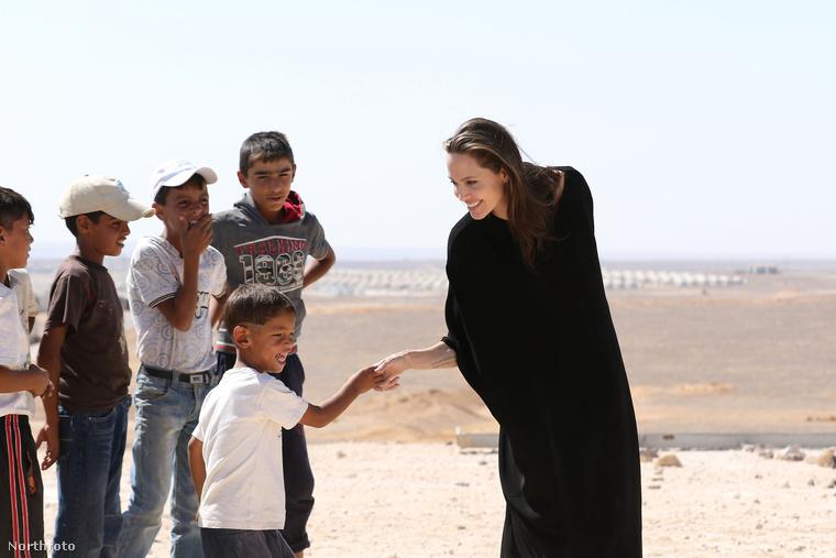 Mostanában főként a szíriai menekültek szószólója, legutóbb Jordániában járt, egy szíriai menekülttáborban