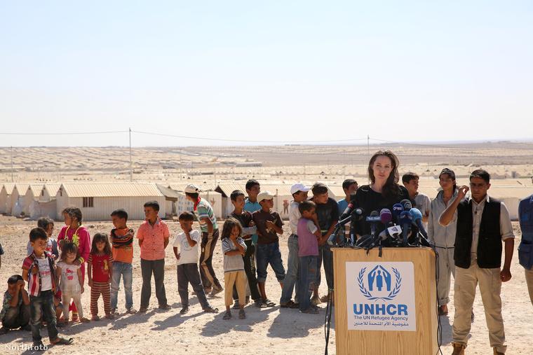 Az amerikai Külpolitikai Tanács előtt például tartott egy előadást a darfúri helyzetről, Washingtonban pedig rendszeresen találkozik képviselőkkel humanitárius ügyekben.