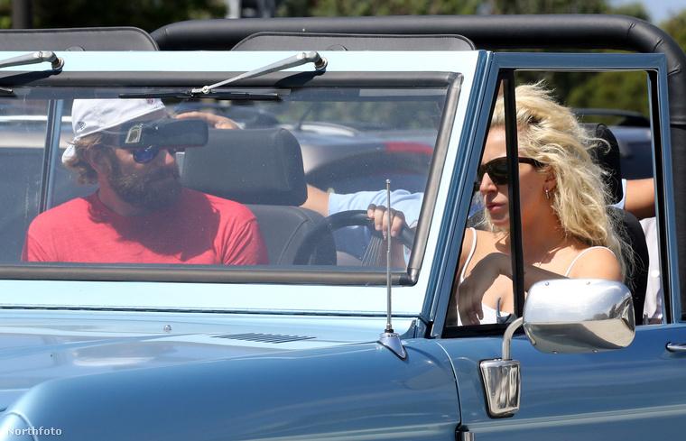 De amikor Bradley Cooperrel kocsikázott Malibuban, akkor se volt ennél rétegesebben felöltözve.