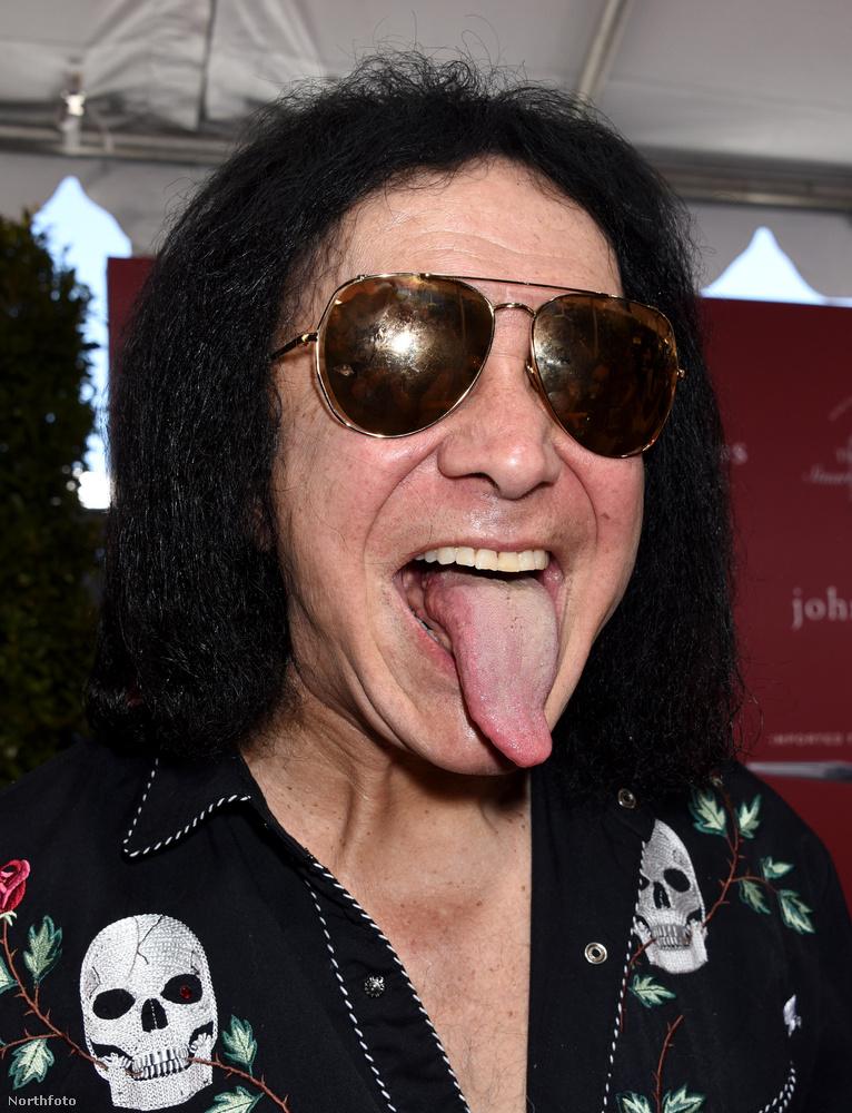 A hosszú nyelvéről híres rockzenészt, a Kiss basszusgitárosát egy időben azzal vádolták, hogy az abnormális méretű nyelve nem is igazi, hanem műtéttel hosszabbították meg! Mindenkit megnyugtatunk, hogy bármennyire szeretnénk is, de nyelvhosszabbító műtét nem létezik