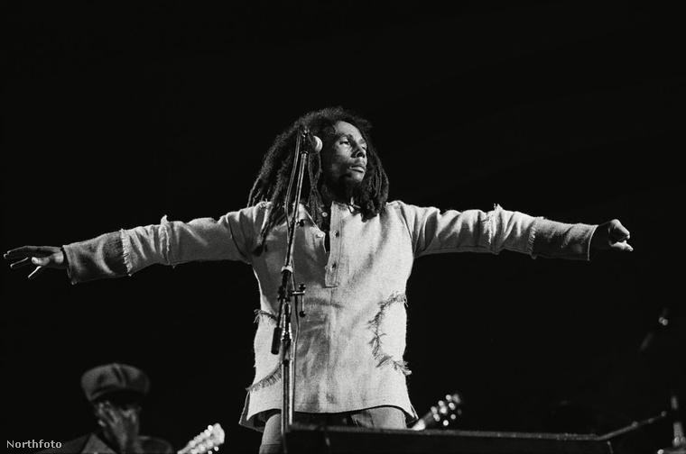 Bob Marley-t valóban a CIA ölte meg? Ez a konteó azt állítja, hogy a titkosügynökség egy csizmát adott ajándékba a jamaikai énekesnek Az elmélet szerint a csizmában egy réztű volt, amely fertőző anyagot juttatott Bob Marley szervezetébe, ezért lett rákos az énekes