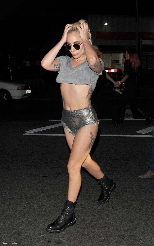 Lady Gaga valójában férfi? Merült fel a kérdés még 2009-ben, amikor egy koncerten álpéniszt villantott vörös miniszoknyájában
