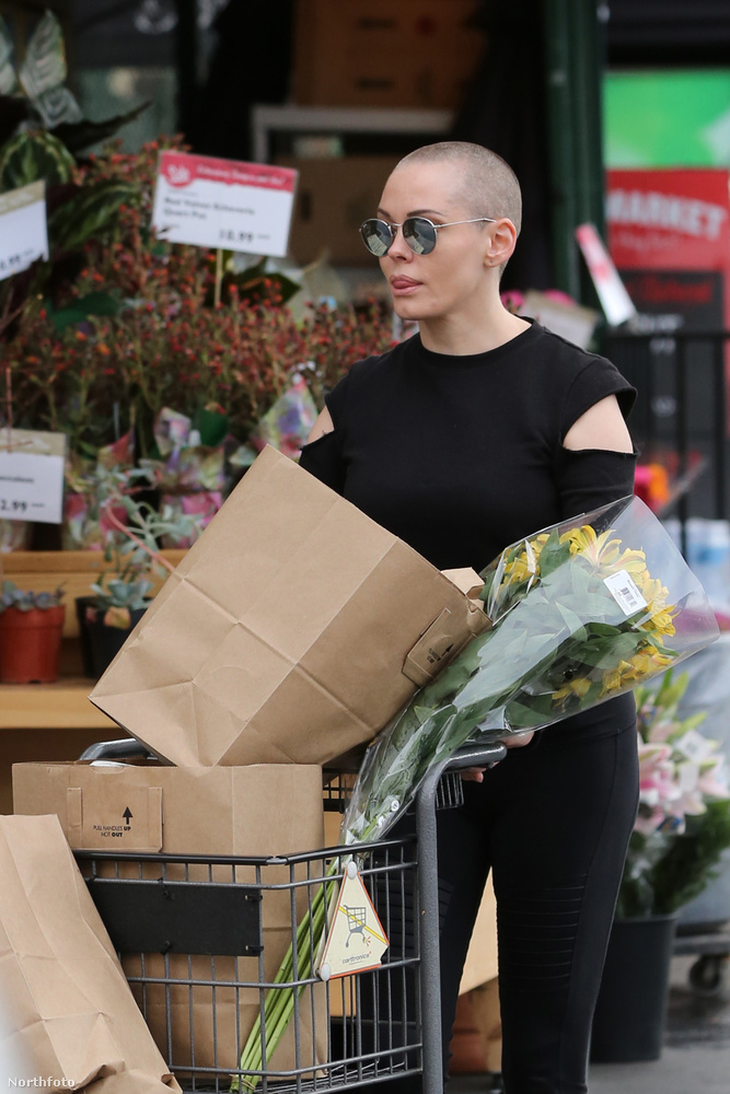 A színésznő 2015 végén azzal az indokkal vágatta le a haját, hogy anélkül sokkal szabadabbnak érzi magát.