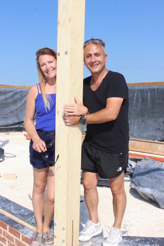 Eladták mindenüket, és két kezükkel kezdték építeni házukat.