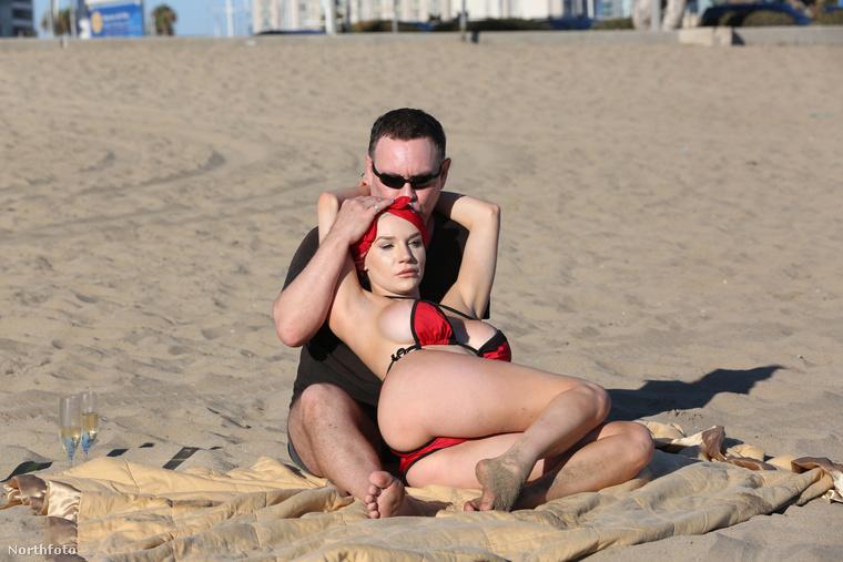 Courtney Stodden, a szétplasztikázott megélhetési celebnő mindössze 16 éves volt, amikor feleségül ment az 51 éves Doug Hutchison színészhez