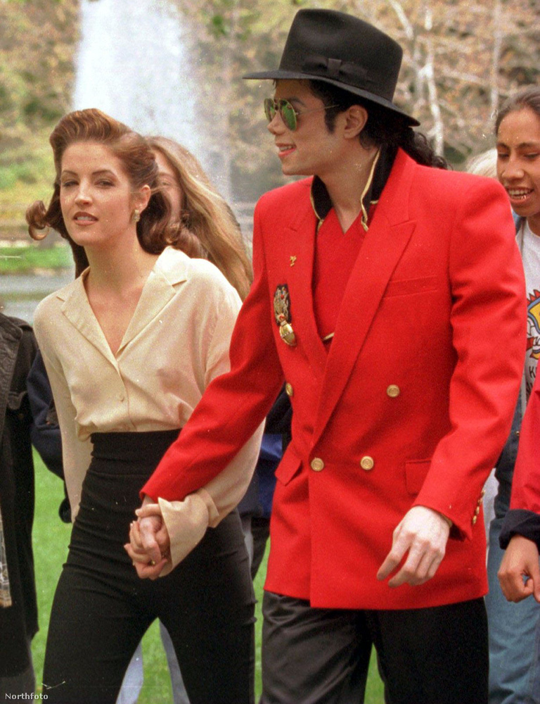 Michael Jackson és Lisa Marie Presley 1994-ben kötött házasságot,és sokan mai napig úgy vélik, hogy ez a frigy a gyermekmolesztálási per rivaldafénybe kerülését elnyomó marketingfogás volt